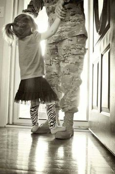 Home family photography daddy daughter 59 ideas Military Family Photography, Military Family Photos, Military Love, Military Pictures, Military Families, Military Wedding, Children Photography, Daddys Little Girls, Daddys Girl