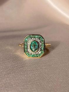 9k Emerald Diamond Target Deco Ring
