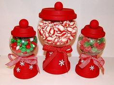 DIY Christmas Candy Holders - Use mini clay pots and glass bowls to create your… Cheap Christmas Crafts, Christmas Candy, Simple Christmas, Holiday Crafts, Christmas Holidays, Christmas Gifts, Christmas Decorations, Christmas Ideas, Christmas Centerpieces