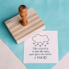 { Carimbo Que faz o dia bonito é você } Diy Paper, Paper Crafts, E Frame, Thanks Card, Something Beautiful, Tags, Professor, Stencils, Place Card Holders
