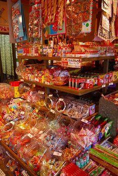 / Da-gashi ya / (Japanese candy shop) I would go there every day Japanese Shop, Japanese History, Japanese Beauty, Japanese Culture, Japanese Snacks, Japanese Candy, Japanese Sweets, American Sweet Shop, Retro Pop