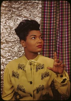 Saw her in a club once - she was great! (looks like Queen Latifah, yes?)Pearl Bailey, 1940s
