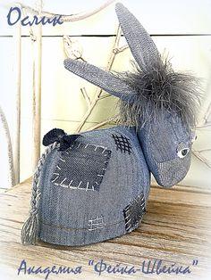 Елена Войнатовская Jean Crafts, Denim Crafts, Upcycled Crafts, Fabric Crafts, Sewing Crafts, Sewing Projects, Artisanats Denim, Magazine Crafts, Christmas Gift Decorations