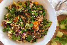 Zimní verze salátu tabbouleh s čirokem Tempeh, Tofu, Tahini, Fried Rice, Detox, Fries, Ethnic Recipes, Bulgur, Nasi Goreng