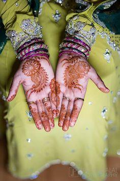 oh so lovely Latest Mehndi Designs, Henna Designs, Henna Mehndi, Mehendi, Wedding Girl, Henna Artist, Bridal Mehndi, Indian Fashion, Tatting