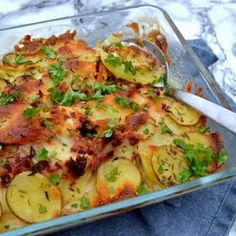 dk Potato dish – easy recipe with chicken and bacon – madenimitliv. Easy Chicken Recipes, Pasta Recipes, Potato Dishes Easy, Bacon, Potato Salad, Zucchini, Brunch, Easy Meals, Food And Drink
