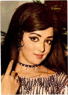 Nicknamed the Dream Girl, Hema Malini was an extremely popular and prolific Bollywood actress, starring in over 150 films between the late sixties and mid-eighties. Bollywood Makeup, Bollywood Outfits, Bollywood Photos, Indian Bollywood, Bollywood Actors, Bollywood Fashion, Bollywood Posters, Indian Film Actress, Beautiful Indian Actress