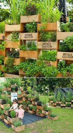 Great harvest in a small space – Inspiring ideas for vertical gardens - DIY Garten Ideen Vertical Garden Plants, Vertical Vegetable Gardens, Vertical Garden Design, Vegetable Garden Design, Vertical Planter, Fence Design, Garden Planters, Garden Types, Walled Garden