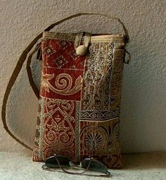 Stoff-Tasche - nice proportions simple design The Barcelona Bag Tapestry by aandvdesigns on Etsy Bag Sewing, Hipster Stil, Contemporary Tapestries, Tapestry Fabric, Handmade Purses, Handmade Bracelets, Boho Bags, Fabric Bags, Fabric Handbags