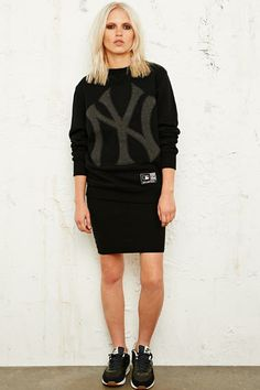 Majestic Athletic NY Yankees Sweatshirt / Urban Outfitters
