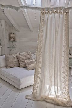 Shabby Chic Interior Design Ideas For Your Home Small Apartments, Small Spaces, Shabby Chic Interiors, Diy Curtains, Cottage Curtains, Bohemian Curtains, Bohemian Bedrooms, Shabby Chic Curtains, White Curtains