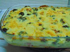 Cette recette de morue au four avec pommes de terre et brocolis, est délicieuse.C'est un plat rapide et facile à faire, avec des saveurs très bien combinés.