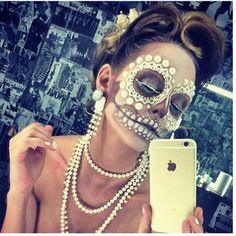 Sugar skull Halloween make-up Sugar Skull Make Up, Halloween Makeup Sugar Skull, Skull Makeup, Halloween Make Up, Sugar Skulls, Hair Makeup, Dead Makeup, Fx Makeup, Halloween Party