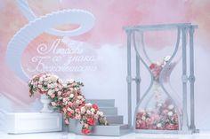 """Песочные часы были прекрасным символом для свадьбы """"Любовь со знаком Бесконечность"""". За течение времени в этих часах отвечали бутоны свежих роз. Idea, planner, concept: @weddingpeople  Photo: @katia.romanova, @helen.emelyanova, @mariia_t Decor: @lidseventhouse  #свадьба #свадебныйдекор #свадьбавмоскве #организациясвадьбы #свадебноеагенство  #wedding #weddingday #weddingvip #weddingdecor #groom #bride #lovestory #loveyouforever #бесконечность #осень"""