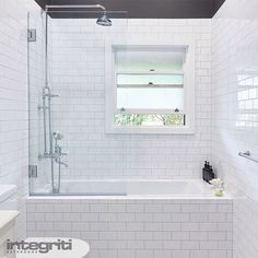 Its new bathroom day to brighten up your Wednesday! This Roseville bathroom…