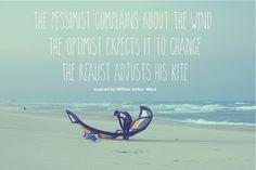 Le pessimiste se plaint du vent, l'optimiste espère que cela va changer, le réaliste ajuste la taille de son kite.