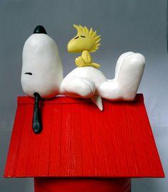 Cofre do snoopy, além de ser um cofre ele pode de ser usado como um objeto de decoração para quarto do seu pequenino(a)! ;) <br>O cofre snoopy foi confeccionado com lata de leite, isopor e palito de picolé.