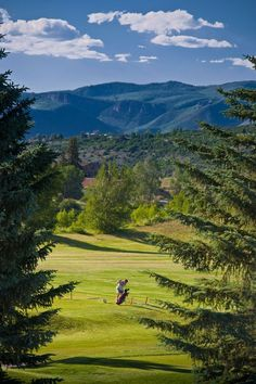 59daa27e61b88c The Aspen Golf Club is our  GolfCourseOfTheDay! There is water on just  about every