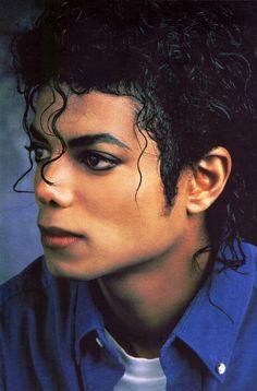 "Michael Jackson Hip Hop Radio with Bakaz Mann week 1 ""It's All About That Po"" https://www.youtube.com/watch?v=Lvxn6faK1c4&list=PLZ_qGEoAYMUR5kFzHZpY4CxGfExKjtAUO&index=1"