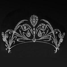 Inspiring royal emblem: a stylized fleur-de-lis 1910 tiara.