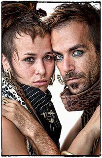 Resumo Fotográfico - Fotógrafo de moda retrata estilo alternativo de 'tribo' de Goa