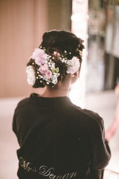 The Most Unique Hairstyles with Flowers That Are Perfect For The Upcoming Wedding Season! | WedMeGood