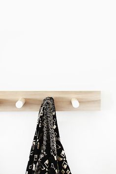 diy  simple wood coat rack / almost makes perfect