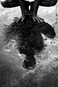 24 Ideas yoga fotos blanco y negro Photo Black, Black White Photos, Black And White Photography, Yoga Images, Yoga Photos, Yoga Girls, Photo Yoga, Ombres Portées, Photo Portrait