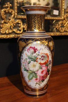 Vase En Porcelaine De Bayeux, époque 19ème, Antic Deco, Proantic Victorian Vases, Antique Vases, Urn Vase, Royal Crown Derby, Japanese Porcelain, China Painting, Museum Of Fine Arts, Vases Decor, Decoration
