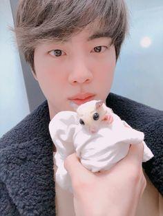 "Jin and His ""Suga glider"" lmao so cute~ 💜 Seokjin, Namjoon, Yoongi, Jimin, Bts Bangtan Boy, Foto Bts, Bts Photo, Taehyung, Fanfiction"