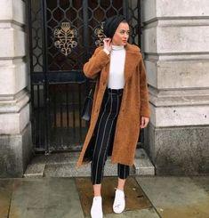 Fashion winter coats and jackets with hijab – Just Trendy Girls - Winter Fashion Modern Hijab Fashion, Hijab Fashion Inspiration, Muslim Fashion, Fashion Fashion, Woman Fashion, Trendy Fashion, Eid Outfits, Outfits Casual, Modest Outfits Muslim