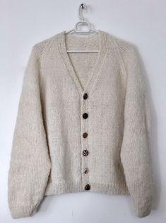 Meadow jakke strikkeoppskrift | cardigan med volanger av