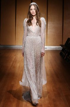 See the complete Inbal Dror Bridal Fall 2017 collection.