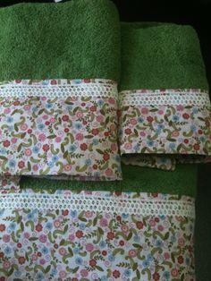 Un toque personal a unas toallas, una tela bonita y un poco de encaje