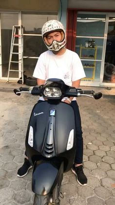 Vespa Motorcycle, Motorcycle Style, Cute White Boys, Cute Boys, Vespa Sprint, Boy Photography Poses, Boy Pictures, Aesthetic Boy, Tumblr Boys
