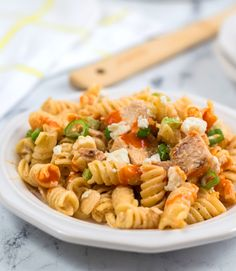 A creamy cool dressing, hot buffalo sauce, tangy blue cheese, flavorful chicken, and pasta are all mixed together in this yummy take on our favorite party food but in an easier to eat format. Perfect for picnics, potlucks, and packing for your lunch! Yummy Pasta Recipes, Chicken Salad Recipes, Paleo Recipes, Chicken Wing Flavors, Buffalo Chicken Pasta Salad, Pasta Casserole, Healthy Pastas, Potlucks, Blue Cheese
