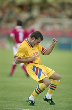 Gheorge Hagi @ 22 June 1994 / Romania VS Switzerland Best Football Players, Football Is Life, Football Soccer, Romanian Flag, Romanian People, 90s Nostalgia, Fifa World Cup, New Trends, Sport