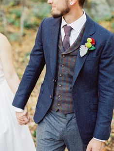 7 outfit options for the groom suit style wedding dresses, w Rustic Wedding Groom, Wedding Vest, Blue Suit Wedding, Wedding Outfits For Men, Men Wedding Attire, Fall Wedding Tuxedos, Tweed Wedding Suits, Groomsmen Outfits, Groom Outfit