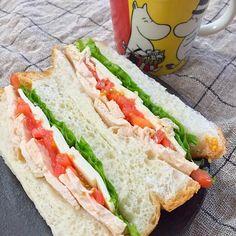 朝サンドです。 - 83件のもぐもぐ - 朝サンド  〜レンチン鶏、トマト、レタス、チーズ〜 by atytutkt
