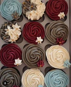 Rich and bold wedding colors for Gem Tones! Cupcake Recipes cakes with cupcakes sweet Rich and bold wedding colors for Gem Tones! Mini Desserts, Just Desserts, Strawberry Desserts, Delicious Desserts, Easter Desserts, Strawberry Cupcakes, French Desserts, Plated Desserts, Beautiful Cakes