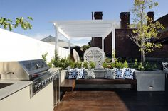 Tips for setting up an outdoor dining & entertaining area