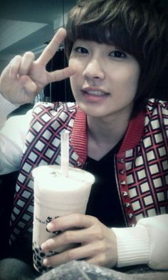 . Youngmin Boyfriend, Boyfriend Band, Jo Youngmin, Korean K Pop, Glass Of Milk, Breakfast, Food, Morning Coffee, Essen
