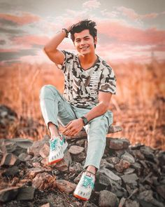 Siddharth Nigam New HD Wallpapers & High-definition images Cute Boy Photo, Photo Poses For Boy, Boy Poses, Handsome Celebrities, Handsome Actors, Cute Actors, Stylish Girls Photos, Girl Photos, Beach Photography Poses