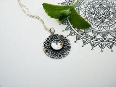 Silver & Quartz Mandala Pendant. Handmade Silver por PuntoPausa