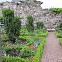 Edinburgh, Scotland  Dunbar's Close Garden