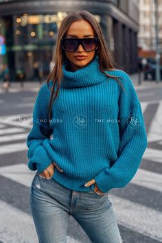 Dámsky pletený oversize sveter s rolákom v morskej modrej farbe. Striped Cardigan, Baby Sweaters, Celtic Knot, Anthropologie, Turtle Neck, This Or That Questions, Knitting, Shopping, Beautiful