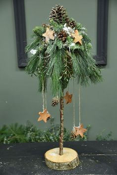 Country Christmas Decorations, Rustic Christmas, All Things Christmas, Christmas Home, Christmas Holidays, Christmas Wreaths, Christmas Ornaments, Christmas Floral Arrangements, Flower Arrangements