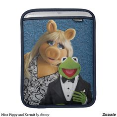 The muppets - Srta. Piggy y Kermit Fundas Para iPads. Regalos, Gifts. Producto disponible en tienda Zazzle. Product available in Zazzle store. Link to product: http://www.zazzle.com/srta_piggy_y_kermit_fundas_para_ipads-205416493796156858?lang=es&CMPN=shareicon&social=true&rf=238167879144476949 #fundas #sleeves