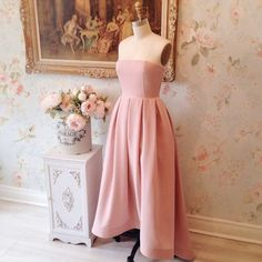 Aravis  8 nouveautés ! Disponible au / Available on www.1861.ca Découvrez notre nouvelle boutique soeur @boudoir1861 / Discover our new bridal boutique #boutique1861 #promdress #bridesmaids #strapless #pinkdress #romanticdress #graduationdress #vintagestyle #ootdcanada #ootdmontreal #mtlmoments