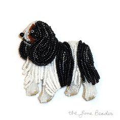 Cavalier KING CHARLES SPANIEL souvenir perles bijoux chien broche pendentif art lunatique (Made to Order) livraison gratuite des é.-u.